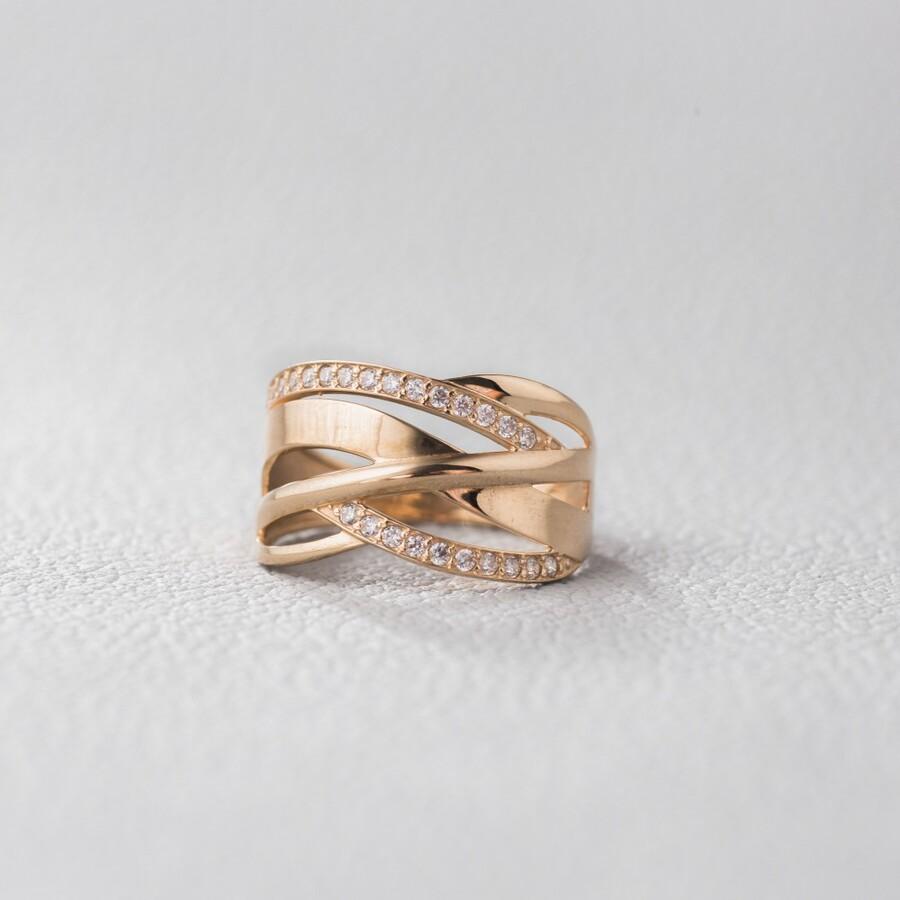 Золотое кольцо широкое с фианитами. К1787