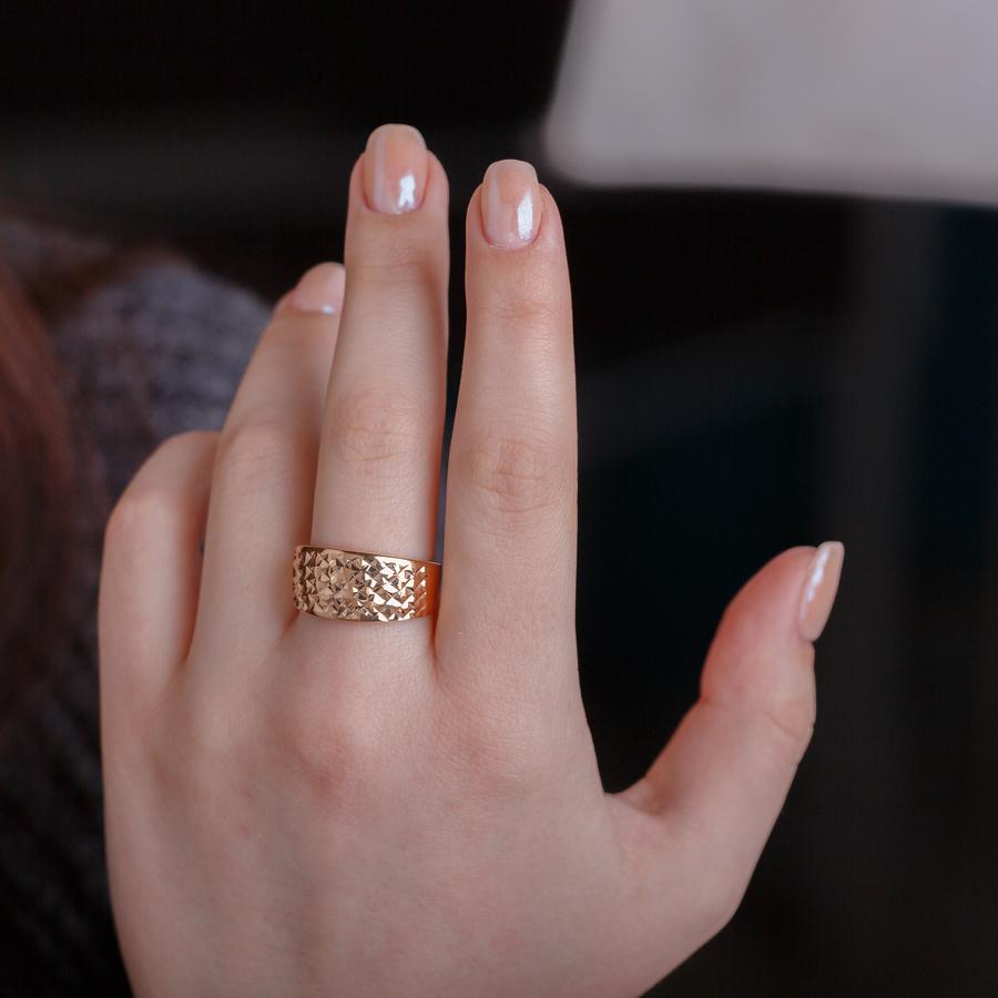 Золотое кольцо с алмазной гранью. К10211A