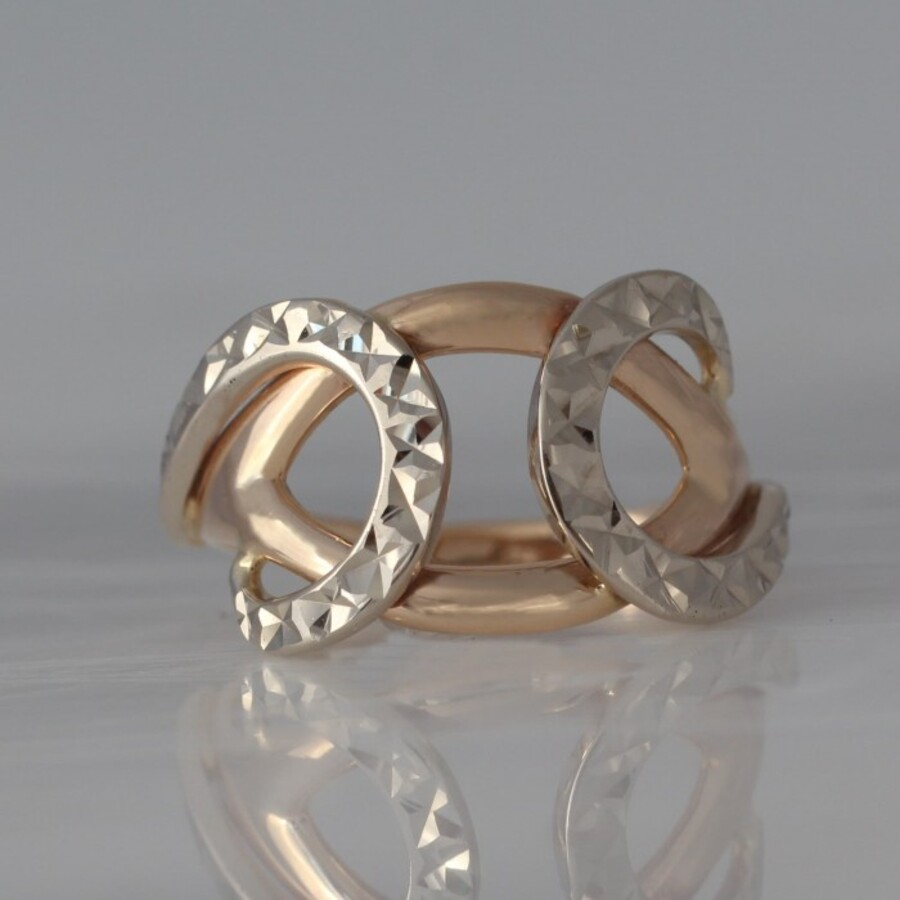 Кольцо золотое с алмазной гранью. К10396А