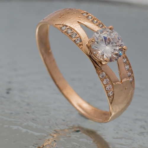 Золотое помолвочное кольцо с фианитами. К1707
