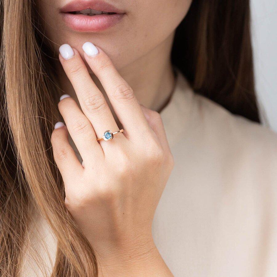 """Золотое кольцо с топазом """"Лондон голубой"""" к02486"""