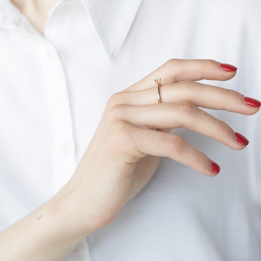 Золотое помолвочное кольцо (циркон Swarovski) к06228