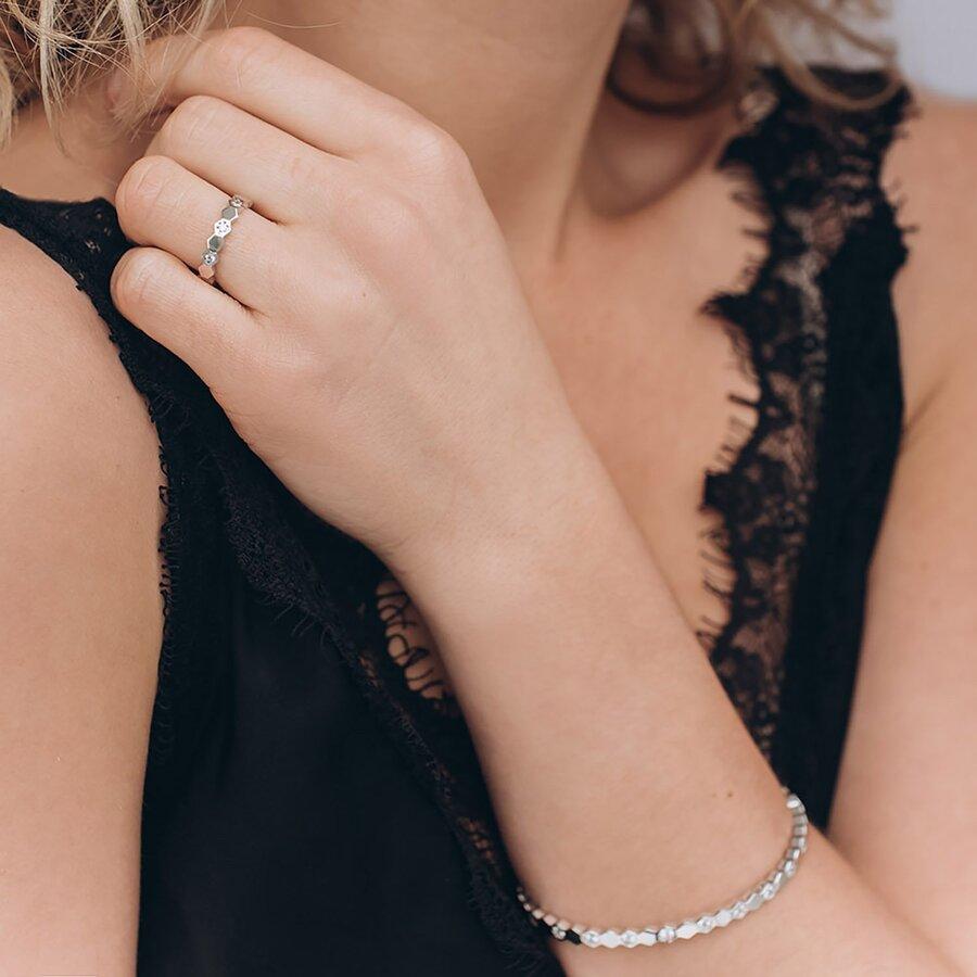 Жесткий золотой браслет с фианитами б04191