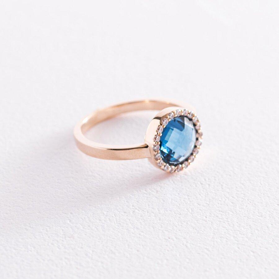 Золотое кольцо с белыми и синими фианитами к06831