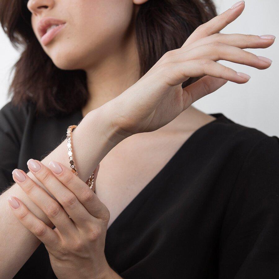 Жесткий золотой браслет с фианитами б04190